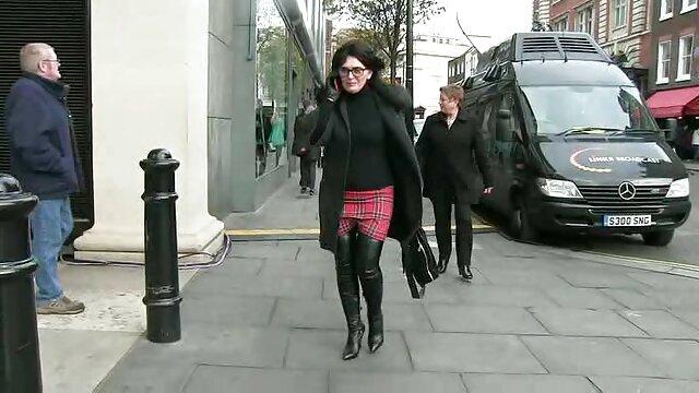 彼女はストッキングで金髪でカメラを撃つ 女性 av 無料 動画