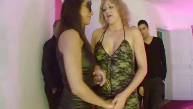 彼女は廊下で彼女の猫に愛を入れた 無料 セックス 動画 女性
