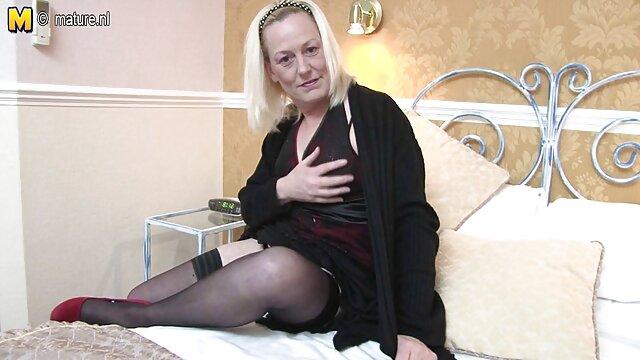 ベッドの上にふすまチップを注ぐ, アダルト 動画 女性 向け